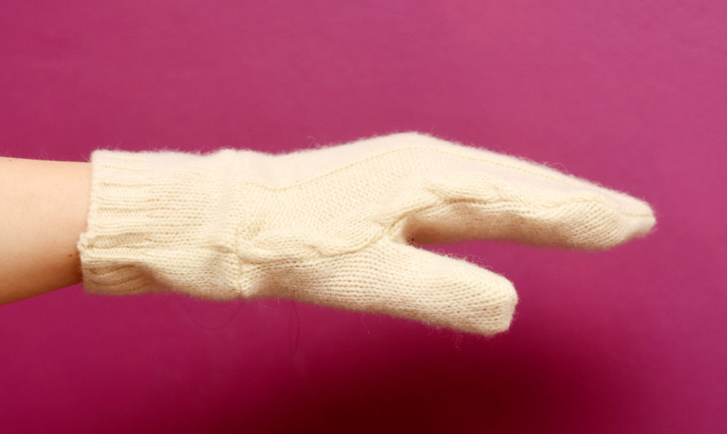 Knitting Edges Uneven : How to sew mittens using a recycled sweater last stitch