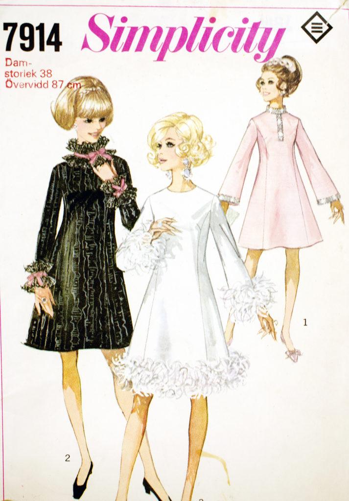 valentino-orange-nappa-leather-collar-on-wool-crepe-dress-product-1-20564445-0-494765337-normal_large_flex-2